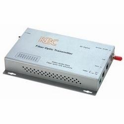 fermeture de contact simplex 8-ch point à point, 1 fibre, 12 dB perte optique budget, émetteur multimode. Unité de bureau, connecteur ST, fiche d'alimentation aux États-Unis.