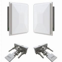 Ensemble sans fil Ethernet système consistant en un seul 1 WESII-AA-CF et un 1 modules PoE WESII-AC-CF avec 17 antennes dBi et toutes les pièces de montage.