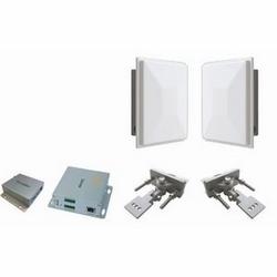 Ensemble sans fil Ethernet système consistant en un seul 1 WESII-AA-CA et un 1 modules WESII-AC-CA avec 17 antennes dBi, un 1 EDKT-A et toutes les pièces de montage.