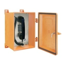 NEMA 4 X Orange téléphone analogique robuste est conçue pour une utilisation dans des conditions climatiques extrêmes. Elles sont idéales pour une utilisation dans les zones qui nécessitent un jet d'eau direct (tuyau en bas) pour le nettoyage ou où il faut un matériau non corrosif.