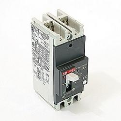 pôle 2, 70 a évalué à 240V AC et DC 250V, voyage point fixé moulé disjoncteur boîtier, avec un dispositif de déclenchement magnétique thermique et 25kA à 240V AC et 10kA au courant nominal de 250V DC interruption