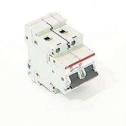 pôle 2, 8 a évalué à 600Y/277 V AC, UL série 1077 disjoncteur miniature avec dispositif de voyage magnéto-thermique, courbe de déclenchement K et courant nominal de l'interruption 30kA