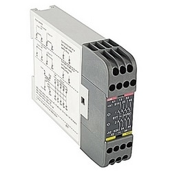 E1T series expansion relay with 4 safety outputs (off-delayed by 500ms.) for expansion of safety relay, 24V DC supply, 22.5mm wide