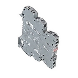 R600, 6 mm wide, 24V AC/DC optocoupler module with screw clamp connections and a 2 amp rated solid state output