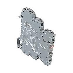 R600, 6 mm de largeur, 5 à 24 V DC optocoupleur module avec vis serrage des connexions et un ampli 2 semi-conducteurs de puissance nominale