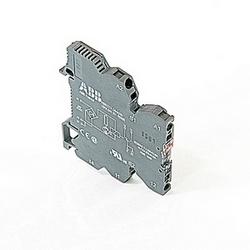 R600, 6 mm de large, module de Relais 24V AC/DC interface avec anastomose de printemps et un 0,01-6 amp Note : sortie relais inverseur avec indicateur LED