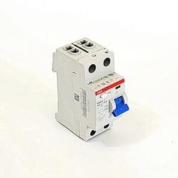pôle 2, 40 a évalué à 240 V AC, équipement UL 1053 interrupteurs différentiels, un type, 300mA voyage pénétrants