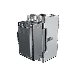 Un 3-contacteur adapté aux applications de DC-1 où les trois pôles doivent être raccordés en série dans une configuration 1-pôle jusqu'à max 1000 V DC. Utilisé avec la gamme de tension de contrôle large 20-60 V DC