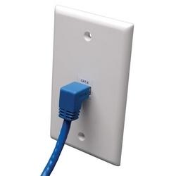 CAT6 Gigabit moulé Patch Cable (RJ45 droit Angle vers le bas À RJ45 M) - bleu, 10 pi.