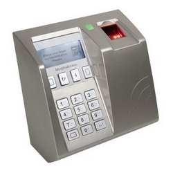 Le MorphoAccess 520 + D 1:3000 utilisateurs, fonctionnent comme des empreintes digitales seulement ou d'empreintes digitales + PIN, MIFARE, DESFire Card Reader, FBI PIV IQS capteur optique certifié, afficheur LCD rétro-éclairé, touches 12
