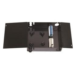 Surface Mount boîtier configuré pour quatre 1000-type adaptateur panneaux ou Modules de Plus InstaPATCH